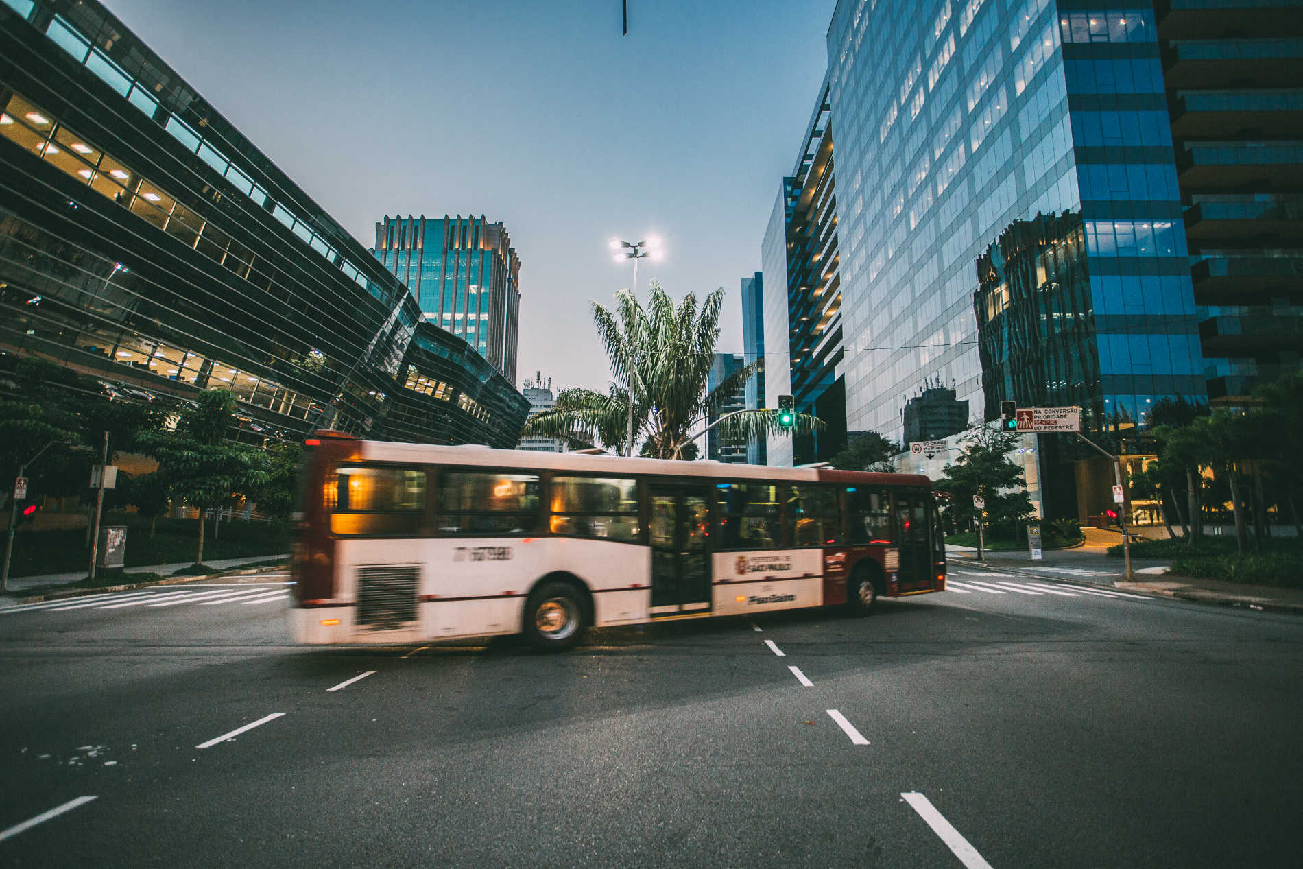 Using your smartphone on a bus with onboard streaming server